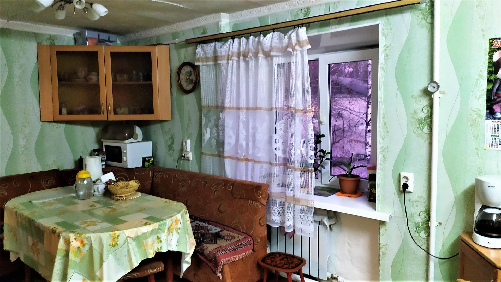 Продам трехкомнатную (3-комн.) квартиру, Красноармейский пр-кт, 11, Гатчина г